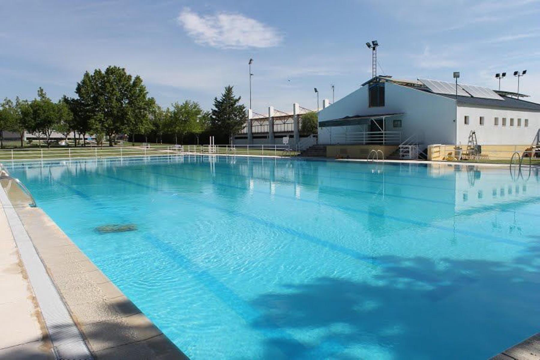 Las obras en la piscina municipal terminar n antes de la for Piscina municipal caceres