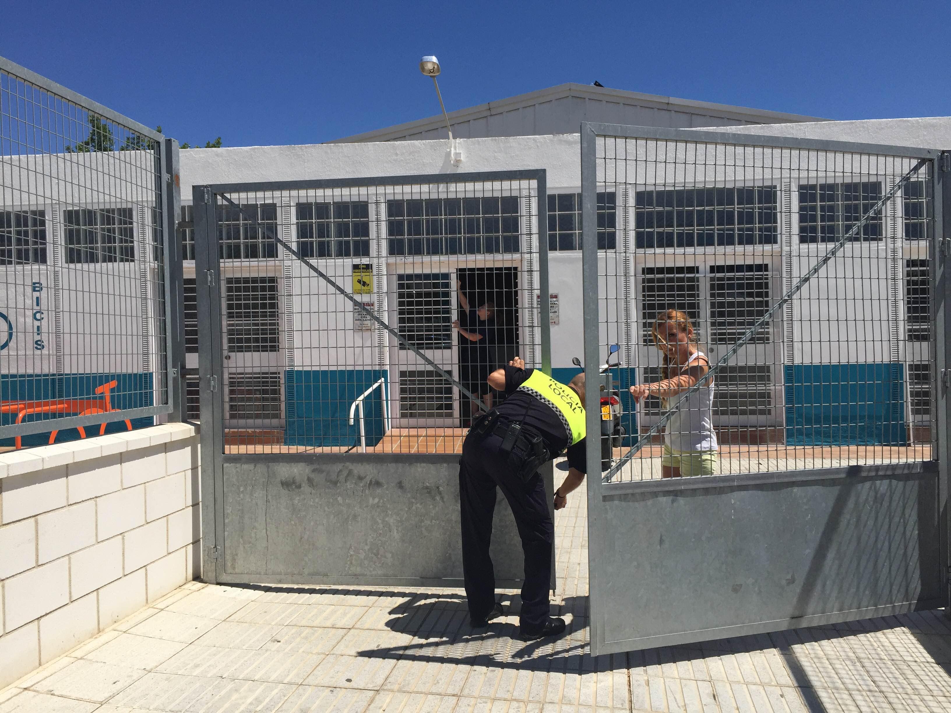 Un var n de 66 a os fallece en la piscina municipal for Piscina municipal caceres